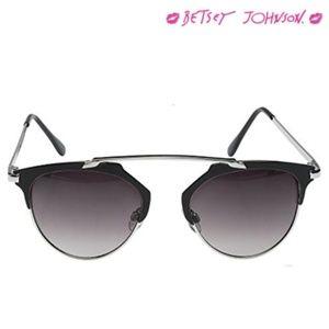 Betsey Johnson ~ Retro Sunglasses BLACK/SILVER
